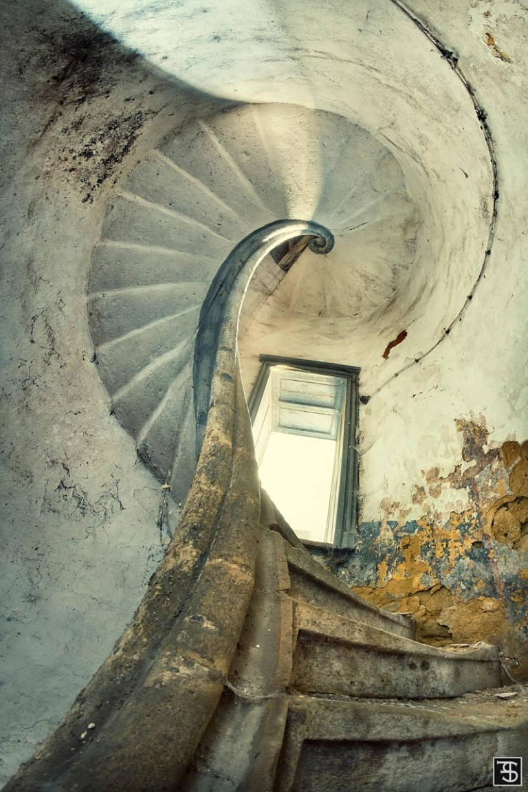 spiral of loneliness