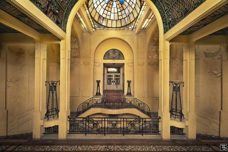 glorious entrance [la salle Sthrau, Maubeuge]