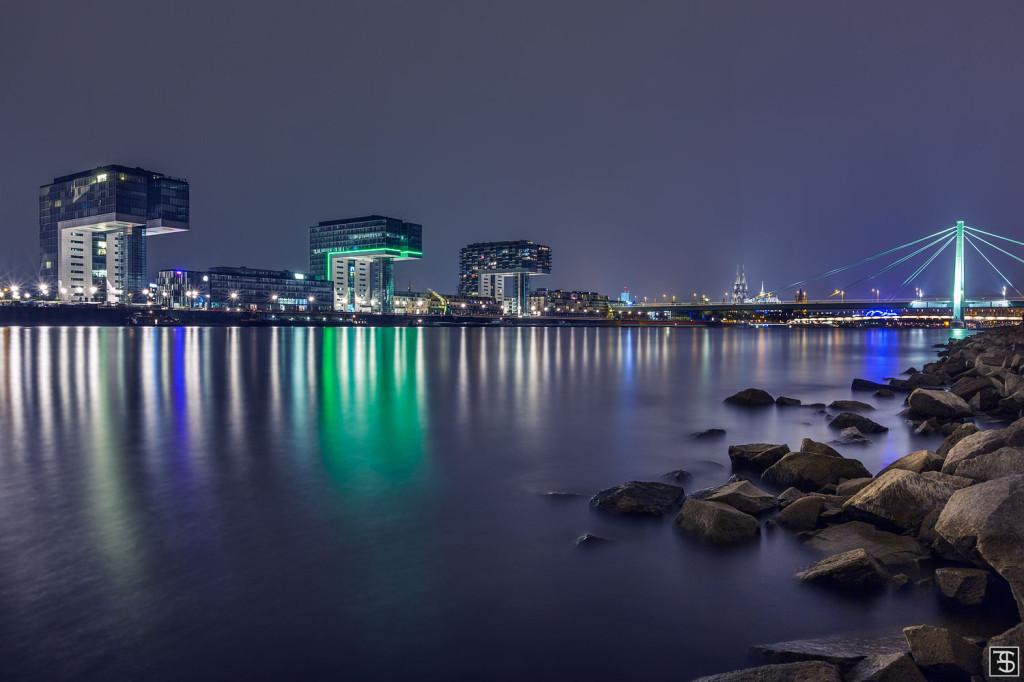 Kranhäuser Köln bei Nacht
